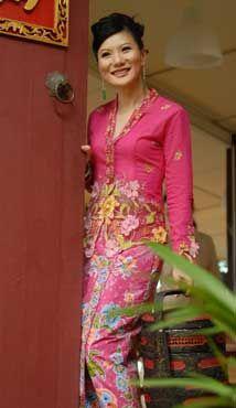 Nyonya in Kebaya http://www.penangheritagecity.com/images/tze16.jpg