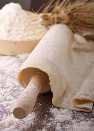 """750g vous propose la recette """"La pâte brisée"""" notée 4.1/5 par 259 votants."""
