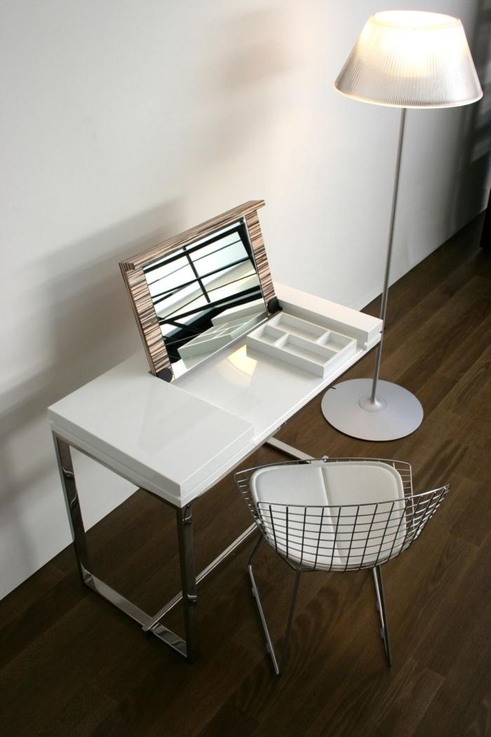 Melina coiffeuse   Hidden Laptop Table