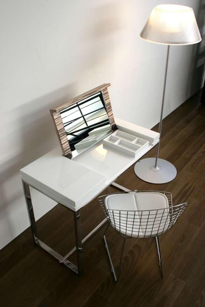 Melina coiffeuse | Hidden Laptop Table