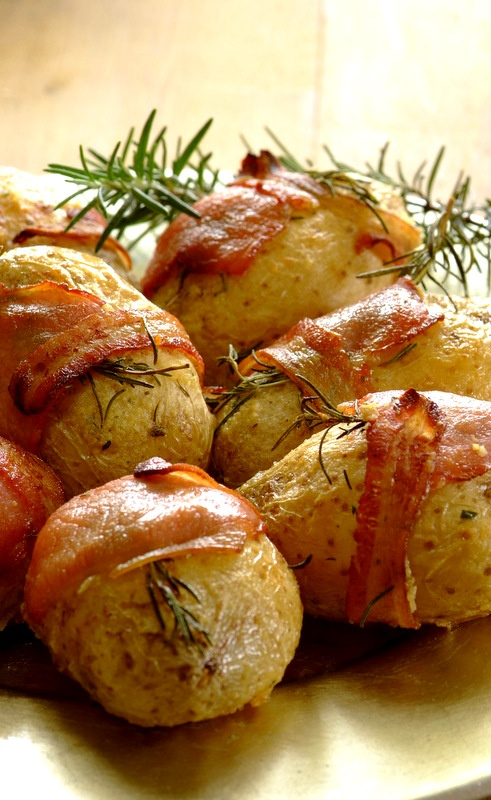 Take your festive roast potatoes to new heights by wrapping them in bacon with fresh sprigs of rosemary! Recipe here: http://whatsfordinner.co.za/recipes/bacon-and-rosemary-wrapped-roast-potatoes/1828
