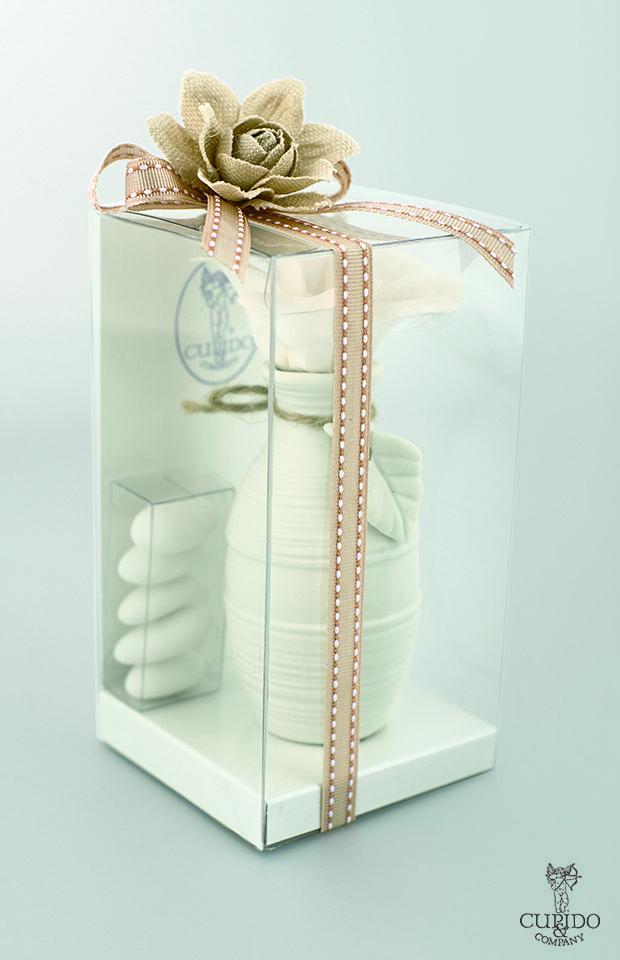 Nozze Shabby Chic | Delicata bomboniera vasetto con fiore e porta confetti  - Scatola in pvc con fiore in lino e nastro con impunture