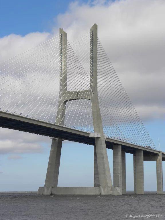 写真: Bridge tower One of the towers of the Vasco Da Gama bridge, Lisbon, Portugal. 12 August, 2010. Nikon Coolpix P90 #portugal #lisboa #lisbon #bridge #architecture #architecturephotography