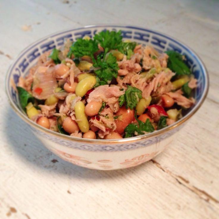 En het resultaat! Salade van 3 soorten bonen en tonijn. #bonen #flageolets #blackeyedbeans #borlotti #recept #salade #healthy #chicascooking