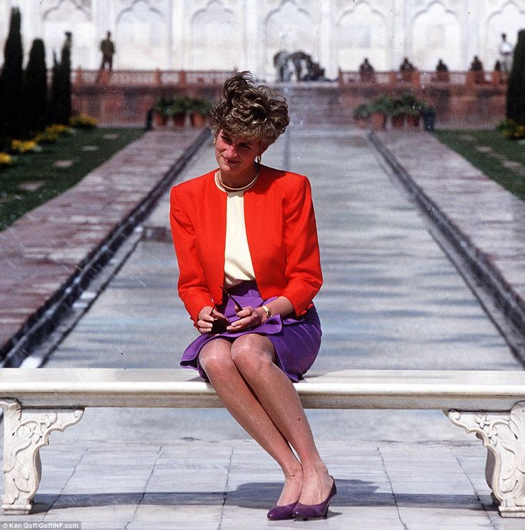 The symbol of her loneliness: The bench Princess Diana was sitting on was the seat on whic...