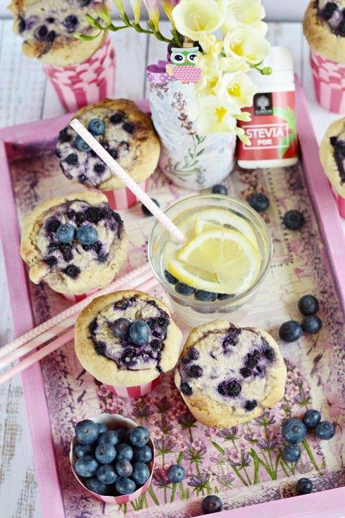 Áfonyás-túrós kelt muffin