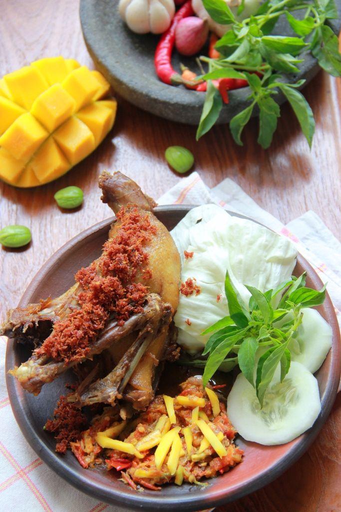 Bebek Penyet dengan Sambal Pencit  ( Spicy Duck with Mango )