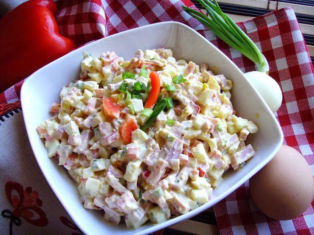 Kuchnia z widokiem na ogród: Sałatka jajeczna z szynką, papryką i cebulką dymką...