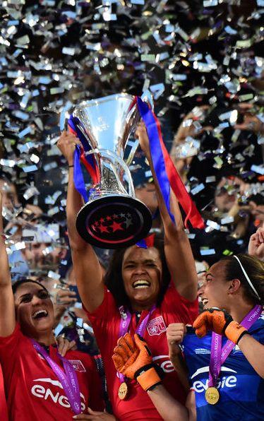 L'équipe féminine de l'Olympique Lyonnais a remporté une troisième Ligue des champions de football, jeudi, en s'imposant aux tirs au but face à Wolsburg, à Reggio Emilia, en Italie.