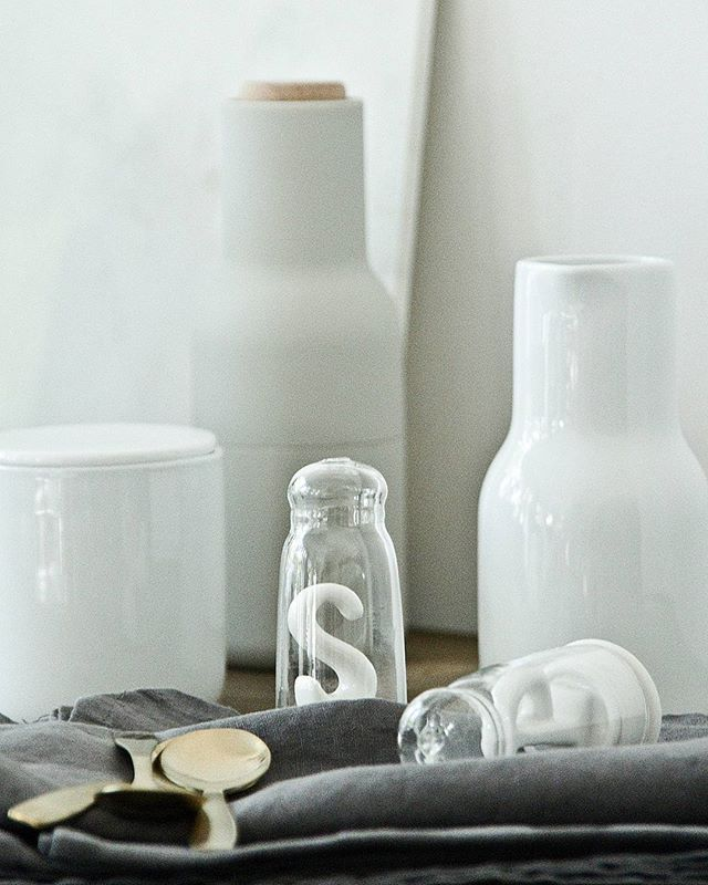 Na stole #menuworld #bottlegrinder #kitchentools #linen #normarchitects #easter #white #stół #inspiration #stylish #marble #tableware #simple #nordic #mlecznik