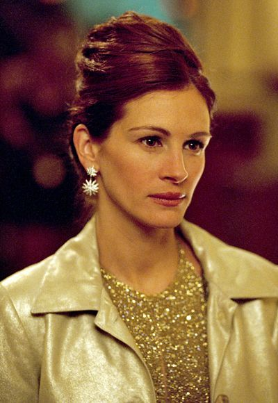 I NEED THESE EARRINGS!!! Julia Roberts oceans eleven | Ocean's Eleven - Julia Roberts's Most Memorable Looks Ever - Get Star ...