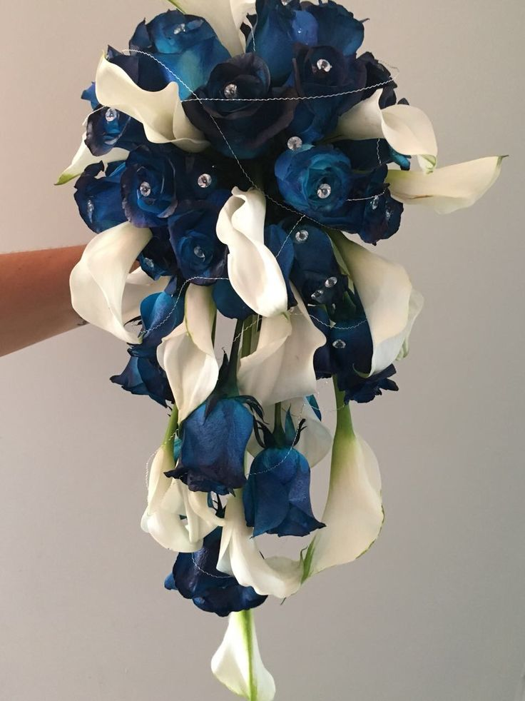 CBR459 wedding Riviera Maya blue and white flowers cascade/ ramo de cascada con flores azul y blanco
