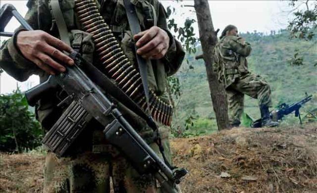 En #Colombia Miembros #Disidente de las FARC se enfrentan en #Combate irregular contra el ELN; dejando un saldo de 4 irregulares muertos     Más detalles en #Twitter     César Escuraina (@CESCURAINA)   Twitter