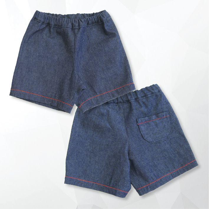 pantaloncini in jeans con profili rossi