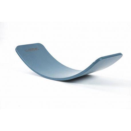 Wobbel Original oud blauw zonder vilt heeft een stoere blauwe kleur. De wobbel is afgewerkt met een kindvriendelijke watergedragen lak.  De wobbel is al geschikt voor kinderen vanaf 0 jaar.  De wobbel heeft een afmeting van ca. 90 x 30 cm en weegt ongeveer 4,5 kilogram. Deze wobbel is geschikt tot een gebruiksgewicht van 200 kg.  Wobbel, hout, evenwicht, fantasie