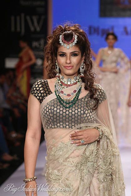 Raveena Tandon in Dipti Amisha jewellery at IIJW 2014