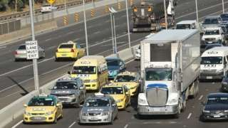 Melbourne 'go slow' taxi protest stops traffic