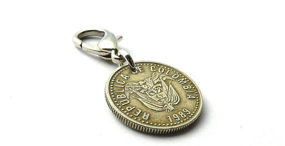 Colombian, Coin charm, Zipper charm, 1989, Purse charm, Coin, Charm, Clothing accessory, Zipper pull, Vintage charm, Spanish, Upcycled coin