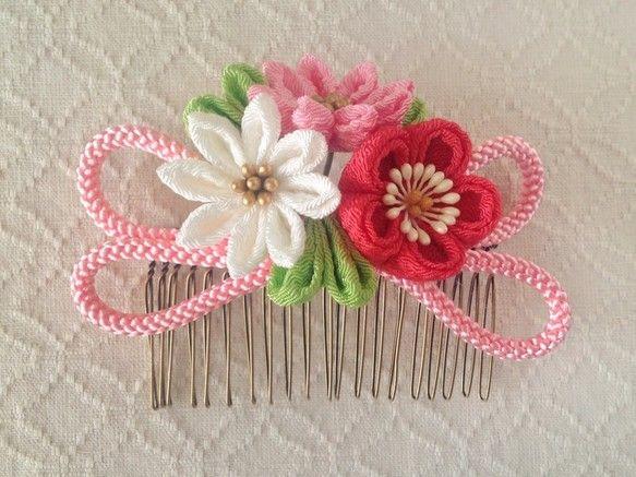 〈つまみ細工〉梅と小菊と江戸打ち紐のコーム(ピンク)