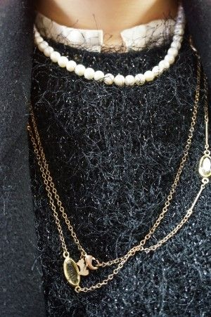 necklace, fluppy knit, metalic knit, long layered necklace, agatha, pearl necklace, fashion, woman