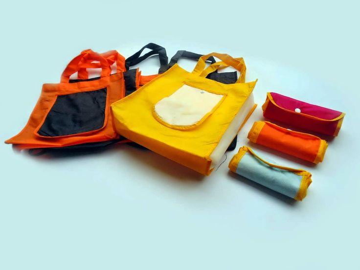 Tas Model handle box yang bisa dilipat seperti dompet jika tidak digunakan.
