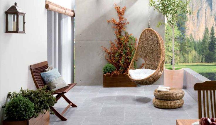 Terras inspiratie met betonlook tegels.