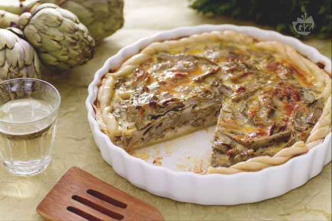 La torta salata ai carciofi è una pietanza gustosissima da servire come antipasto o secondo piatto accompagnata da un'insalatina leggera.