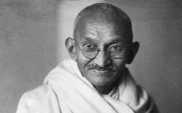 """Махатма Ганди: """"Если желаешь, чтобы мир изменился, — сам стань этим изменением"""""""
