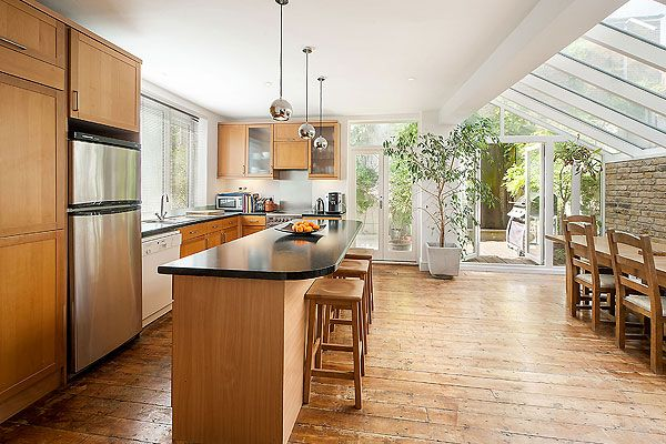 Fulham, SW6: a terrace house with an open-plan layout on the ground floor. The kitchen/dining room has been created by extending the side return.   http://www.homesandproperty.co.uk/property_news/news/hothomeskitchens.html