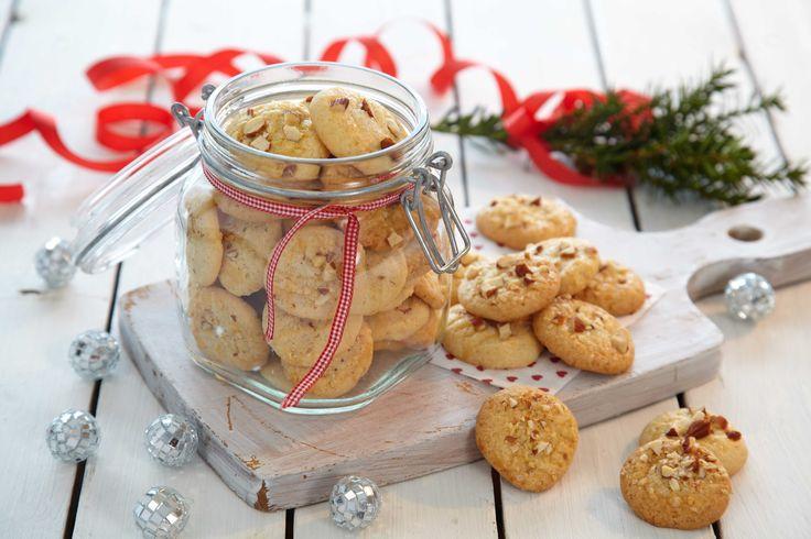 Oppskrift på de små, gode og runde julekakene som går inn i rekke av tradisjonsrik julemat. For mange blir det ikke jul før de lekre serinakakene er i hus.