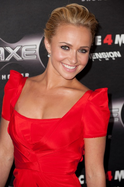 hayden panettiere. this girl in scream 4. i love the cast but hayden is amazing.