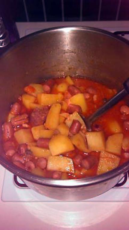 La meilleure recette de Ragout de pomme de terre aux saucisse de strasbourg! L'essayer, c'est l'adopter! 5.0/5 (6 votes), 13 Commentaires. Ingrédients: 1 poignée d'ail haché 1 poignée d'échalote haché une petite boite de lardon fumé 1 bol de rondelle de carotte 1 bol de champignon de paris 1 paquet de saucisse de strasbourg 2 cube de boeuf 1 brique de tomate 1 brique de creme liquide 8 pommes de terres lavé, épluché et coupé