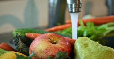 #Υγεία #Διατροφή Πλύντε τα φρούτα με χυμό λεμονιού και μαγειρική σόδα! ΔΕΙΤΕ ΕΔΩ: http://biologikaorganikaproionta.com/health/218722/
