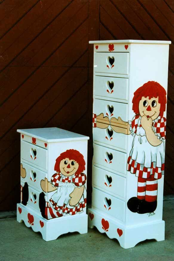 *RAGGEDY ANN & ANDY ~ chests.jpg (48887 bytes)