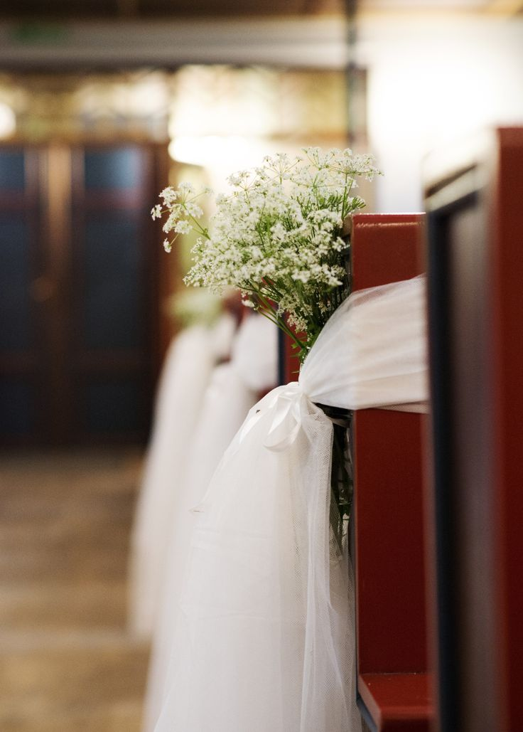 Simple wedding church decor - instead of making bows? This is super cute!