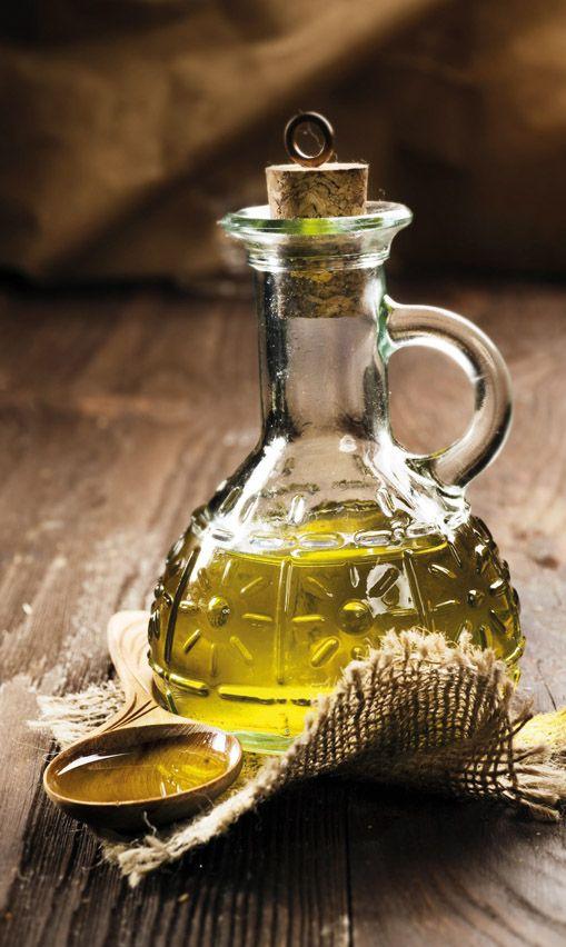 Από το ιερό δέντρο για τους Έλληνες και συγκεκριμένα από τη μοναδική ποικιλία της Ελιάς Θρούμπα Θάσου ΠΟΠ, παράγεται το Εξαιρετικά Παρθένο Ελαιόλαδο Θάσου ΠΓΕ. Πρόκειται για ένα λεπτόρρευστο ελαιόλαδο εξαιρετικής ποιότητας, με χαρακτηριστικό βαθύ κίτρινο – χρυσαφί χρώμα. Η μεστή γεύση ελιάς που αφήνει στον ουρανίσκο έχει κερδίσει πολλούς διάσημους σεφ.