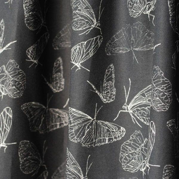 Ein weicher, mittelleichter Popelinestoff in Bioqualität mit dem Schmetterlingsmuster schwarz aus meiner Serie Schmetterlinge passend für Blusen, Röcke als auch Vorhänge, Kissen und Taschen.