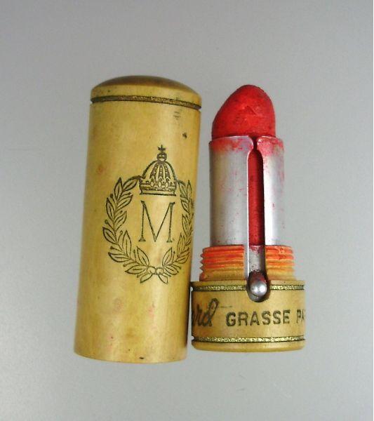 1920s - Wooden lipstick case, Molinard -  Love this. -- (vintage lady, roaring twenties, jazz age, cosmetics, make-up)