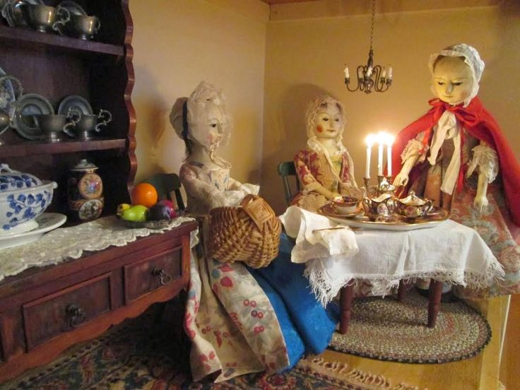 Reproduction English Wooden Queen Anne Dolls : Martha and her lovely sisters!