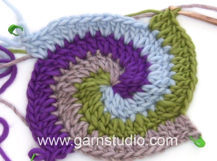 DROPS Crocheting Tutorial: How to work a Pot holder with stripes and spi...