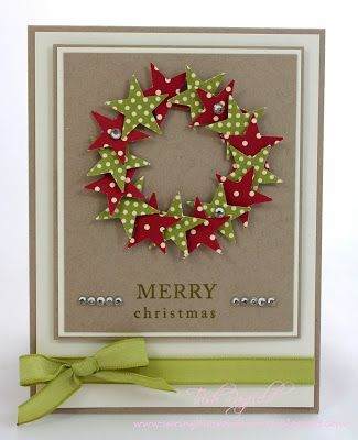 tarjeta hecha a mano de Navidad ... look casual con panel principal de Kraft ... corona de estrellas puñetazos de los papeles rojos y verdes con lunares blancos ... gran tarjeta !: