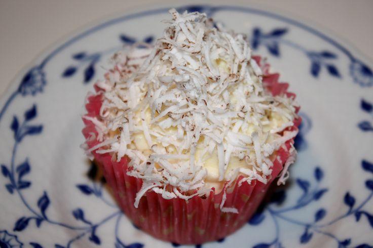 Ananas cupcakes med limefrosting og frisk kokosnød | Sarahs Kager