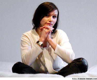 Nina Persson - nice cardigan!