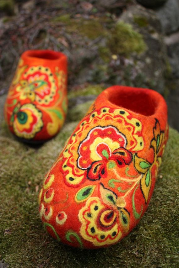 Felted Slippers Khokhloma painting by IrinaU on Etsy