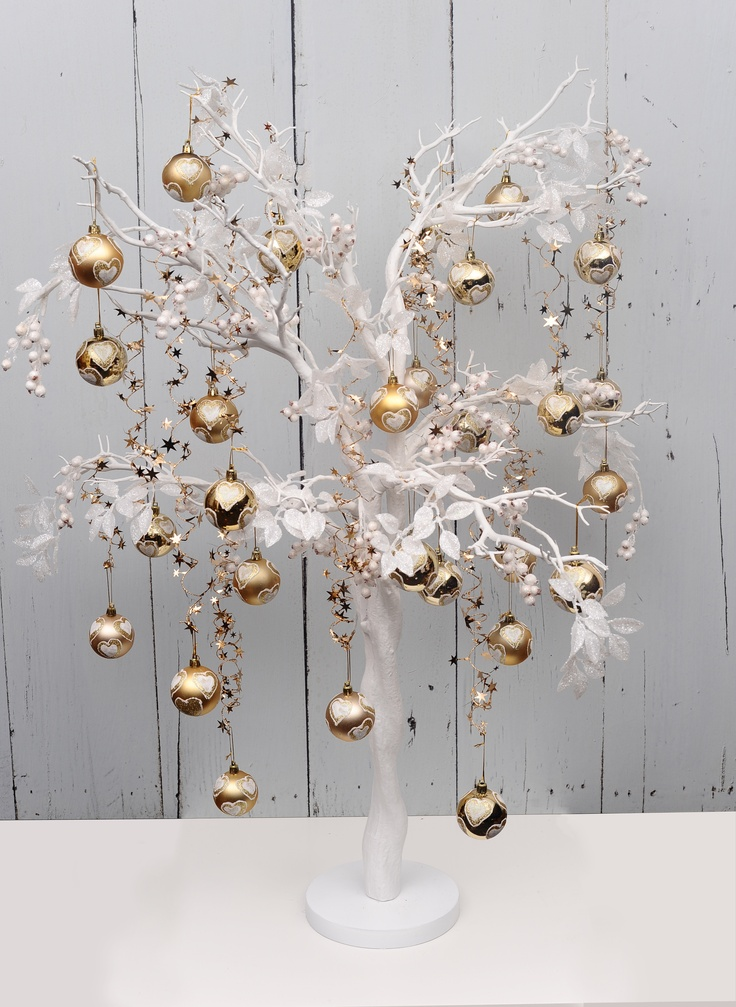 Country Baskets Manzanita tree decorated with Gold and White Christmas accessories.