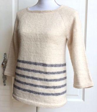 'Top-down Sweater' in de rondte gebreid met Scheepjeswol Stonewashed. Maat: S / M / L / XL Benodigd materiaal: - Scheepjeswol Stonewashed: 7+1 / 8+1 / 9+2 / 10+2 bollen (basis + contrast kleur voor de streepjes) - Rondbreinaald 3,5mm – 80cm of langer OF breinaalden z. knop 3,5mm - Stekenmarkeerder - Wolnaald LET OP:Het patroon wordt binnen 24h via email toegestuurd.Tijdens het weekend kan het weliets langer duren!