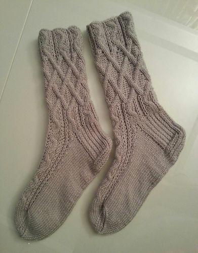Дважды вязала эти носочки с разными пятками. Очень понравился узор.
