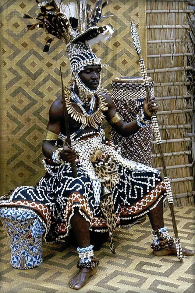 """Kuba king, Congo. En el """"website"""" mencionado mas abajo, hay una excelente explicacion de la gente """"Kuba"""" en el Congo. ~lbk~"""