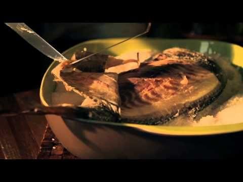 ▶ Lubina a sal. Cocina a la sal con Sal Costa Alta Cocina - YouTube