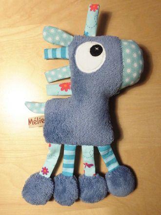 Doudou cheval à petites languettes - bleu création fait-main : Jeux, peluches, doudous par melomelie